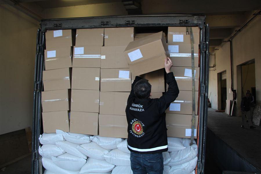 Gümrük Muhafaza Ekiplerince Kapıkule'de 14 milyon 750 bin makaron ele geçirildi.