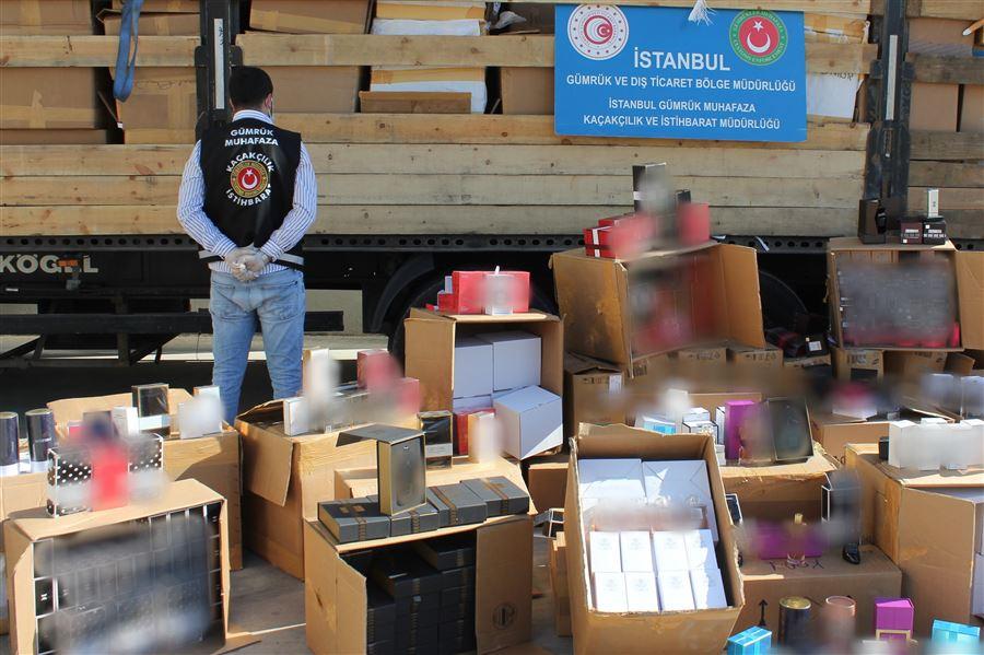 Gümrük Muhafaza Ekiplerince İstanbul'da 48 Bin 754 Adet Kaçak Parfüm Ele Geçirildi
